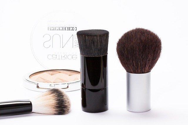 různé štětce na makeup