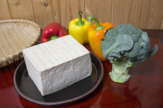 kostka tofu a zelenina