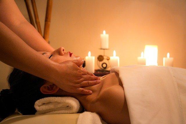 masáž při svíčkách