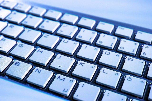 bílá klávesnice.jpg