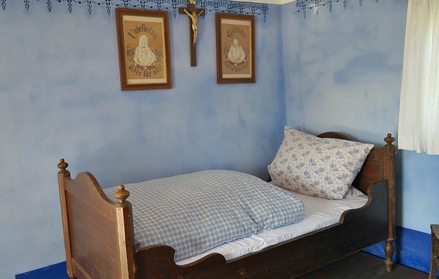 postel dětská