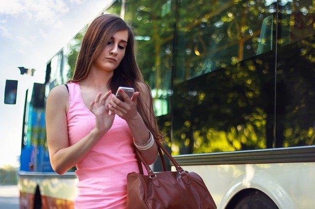 žena u autobusu