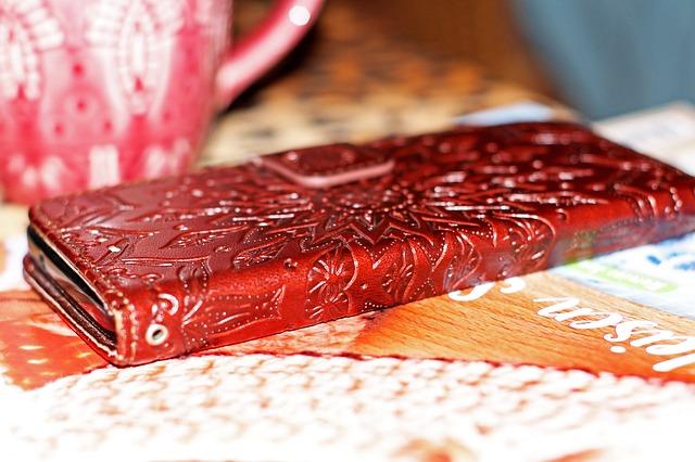 červený obal kniha