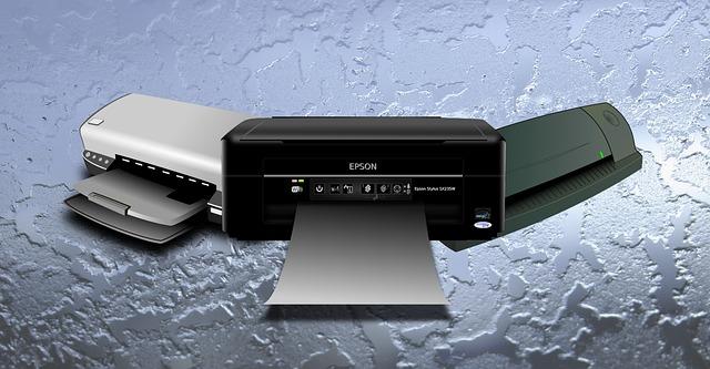 tři tiskárny