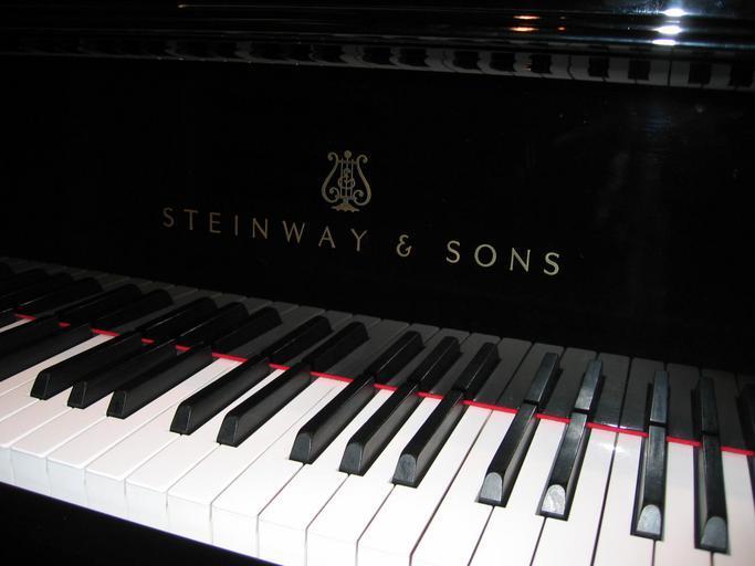 klávesy u klavíru