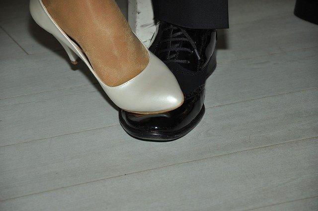 nohy tanečního páru