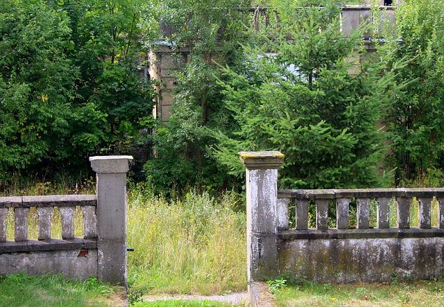 okrasný betonový plot