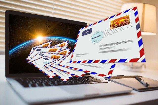obálky a počítač